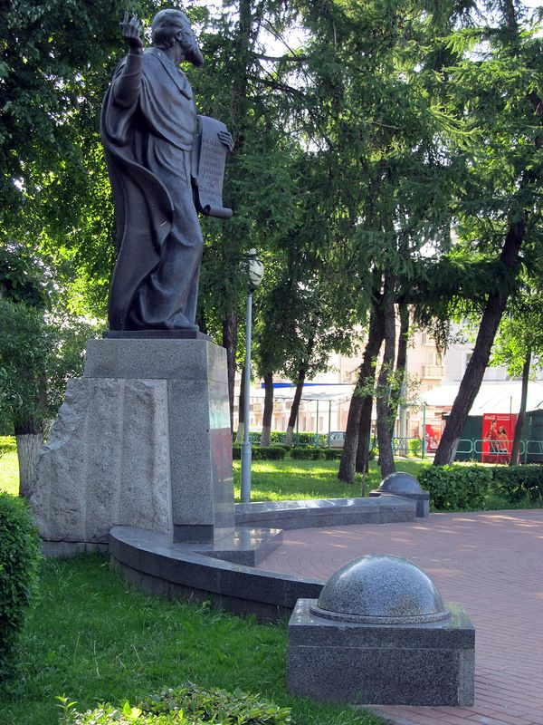 monument-turovskiy7