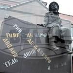 """У железнодорожного вокзала Гомеля установлена жанровая скульптура """"Дорожное настроение"""""""