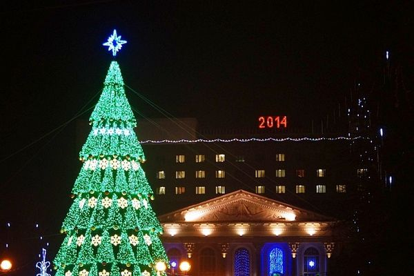 Впервые гомельскую елку украсили Вифлеемской звездой вместо военной советской