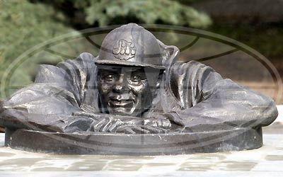 В канун праздника работников ЖКХ в Гомеле увековечили водопроводчика