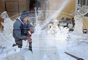 Выставка ледяных скульптур открывается в центральном парке Гомеля