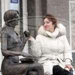 В Гомеле появилась бронзовая скульптура студентки