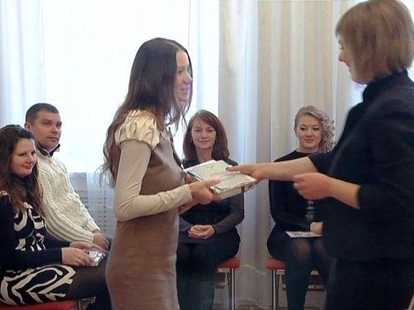 Те, кто в силу профессии поздравляет других, принимают поздравления