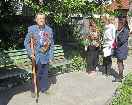 Гомельские строители поздравили своих ветеранов с Днём Победы