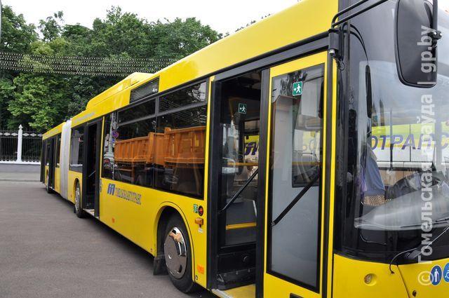 Гомельчанам показали новый автобус МАЗ-215