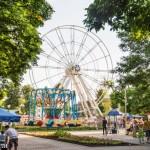 В центральном парке практически закончен монтаж нового колеса обозрения