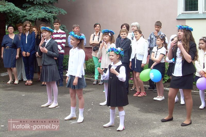 В Гомеле бесплатно учили жестовой речи родителей детей из «Страны глухих»