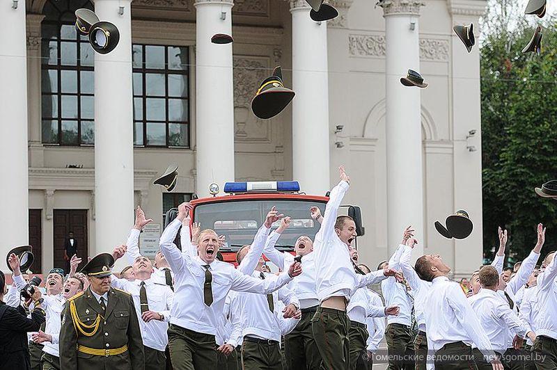 В Гомеле прошел выпуск офицеров ГИИ МЧС