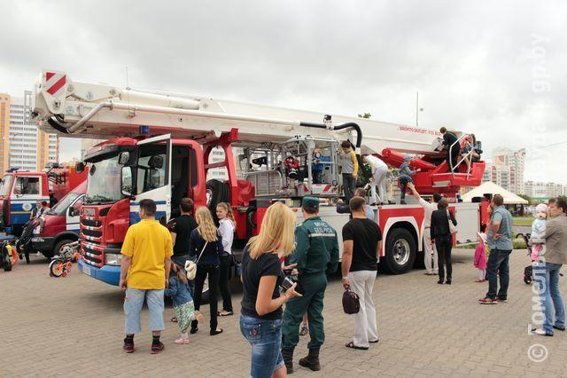 В Гомеле юные спасатели-пожарные провели флешмоб