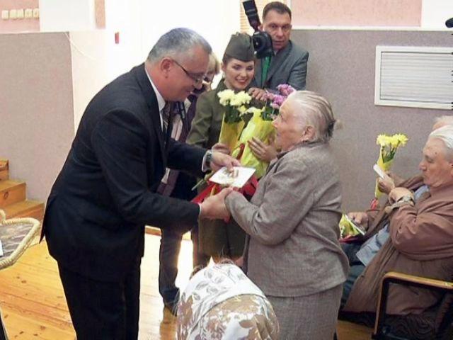 Юбилейные медали вручены пациентам госпиталя инвалидов войны