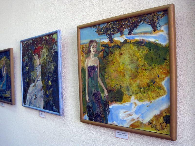 В Гомеле открылась выставка о таинственном мире женщины