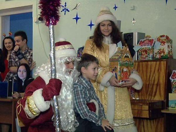 Детям, лишенным родительской ласки и заботы, устроили праздник