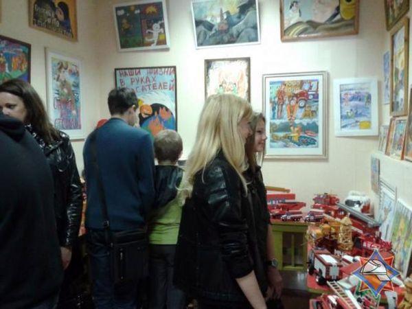 В Гомеле открылась выставка «Спасатели глазами детей»