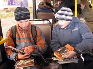 """По городу курсировал """"читающий автобус"""""""