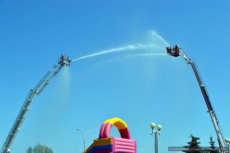 День пожарной службы прошёл у Ледового дворца