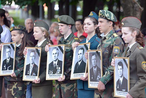 Митинг в Советском: белорусская речь, минута молчания и белые голуби