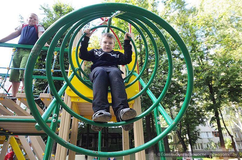 Новые детские площадки появляются в Гомеле