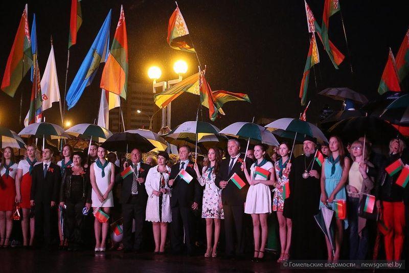 Праздничные мероприятия прошли у Ледового дворца 3 июля
