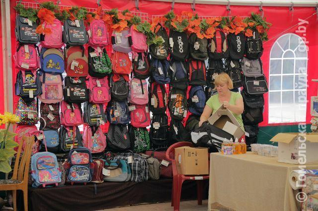 Школьный базар у Центрального рынка