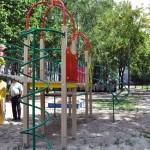 Во дворе жилых домов 21 и 29 по улице Огоренко установлены две современные детские площадки