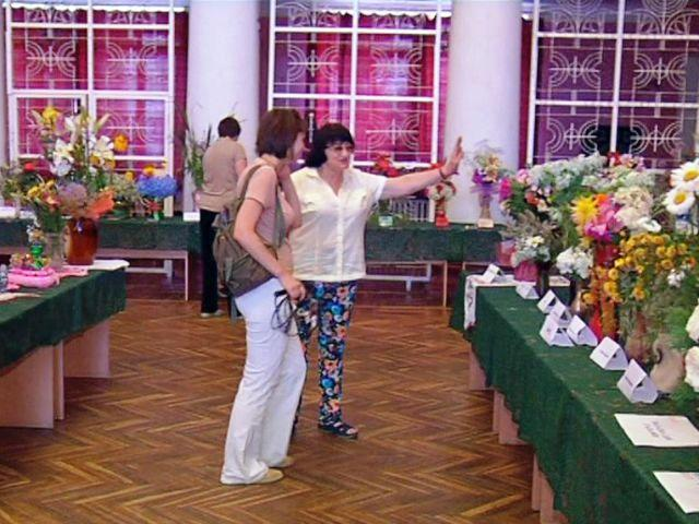 Выставка цветов, выращенных сельмашевцами, экспонировалась в ДК