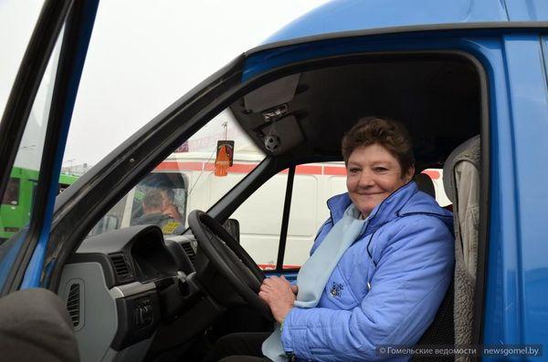 Гомельская ГАИ поздравила женщин-водителей