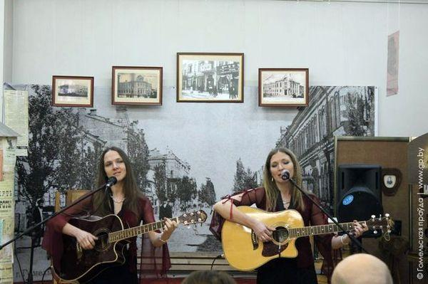 В Музее истории города Гомеля выступил дуэт «Ириоль»