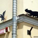 Украшения в виде котов на улицах Гомеля