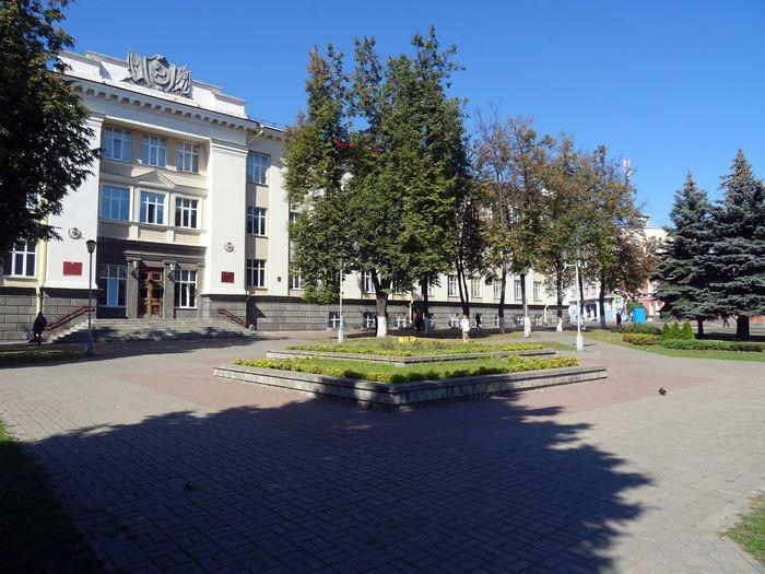 Два места в центре Гомеля без скамеек