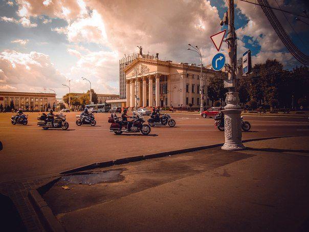 По Гомелю промчалась свадьба на мотоциклах