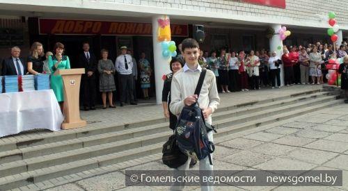 Школьникам, приехавшим из Украины, вручили портфели