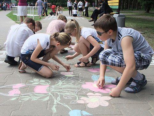 В Гомеле стартовал конкурс детского рисунка, посвящённый Дню матери