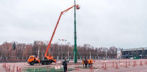 К 15 декабря главная городская елка будет полностью наряжена и «укомплектована»
