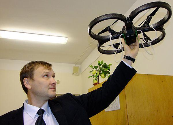 Гомельские студенты мастерят роботов-пауков и хотят установить в городе интеллектуальные светофоры