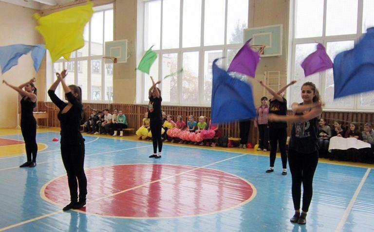 """В средней школе №44 им. Н.А. Лебедева прошел """"олимпийский"""" день здоровья"""