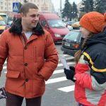 Юные спасатели агитировали граждан завязать с курением