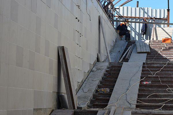 Женщины-инвалиды пожаловались: в подземном переходе на Барыкина неудобные пандусы