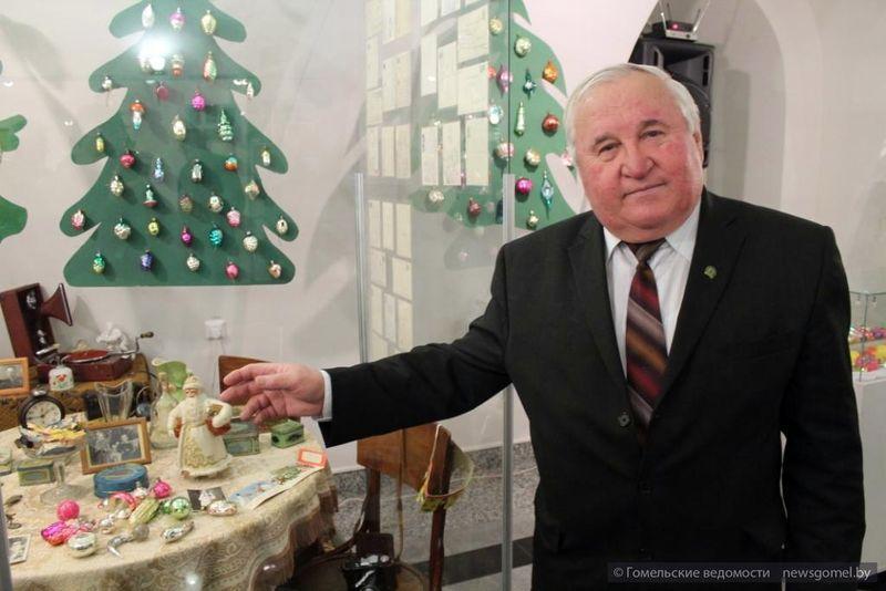 Гомельчанин собрал коллекцию из 800 ёлочных игрушек