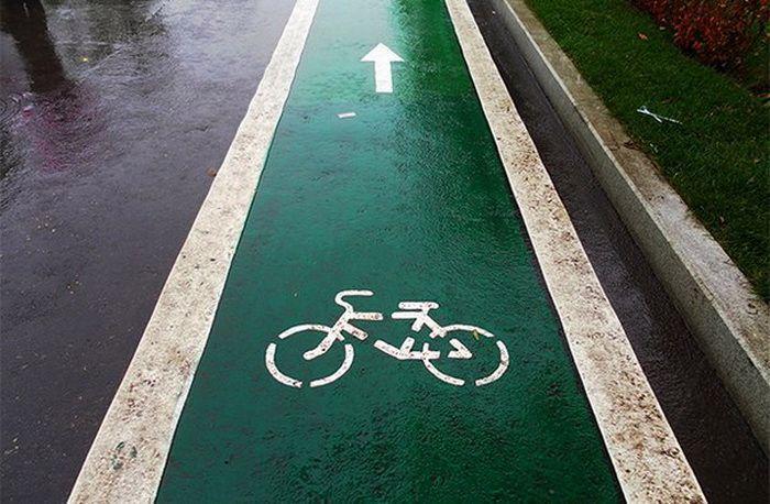 Первая велоразметка на тротуарах в Гомеле