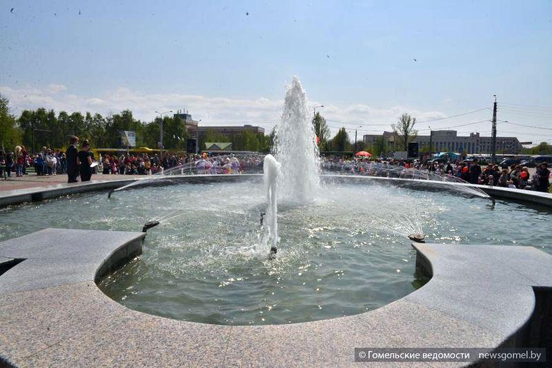 Запуск фонтана в Советском районе превратили в праздник для детей и подростков