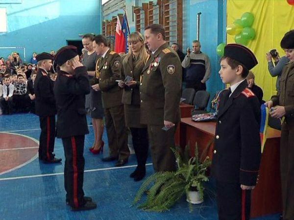 60 учащихся средней школы №21 торжественно приняты в кадеты МЧС