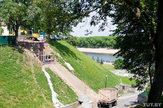 В центральном парке Гомеля строят новый мост и удлиняют набережную Сожа