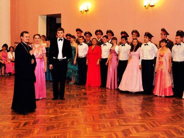 Православная молодежь готовится к рождественскому балу в Гомеле
