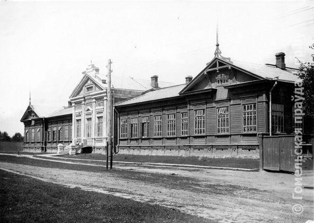 Школа железнодорожников на фотографии 1930-х годов (из фондов Гомельского дворцово-паркового ансамбля)