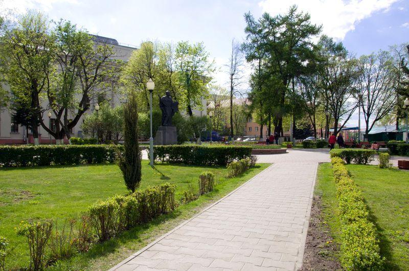 Место, где были торговые ряды. Сегодня сквер имени Кирилла Туровского