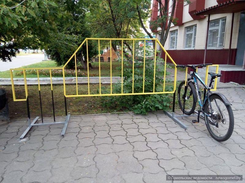 Две новые велопарковки появились в Гомеле