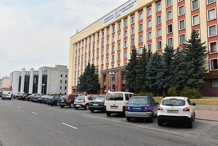 Количество парковочных мест на центральных улицах Гомеля увеличится на 1114