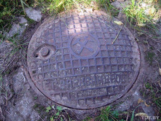 В Гомеле нашли раритетный канализационный люк 100-летней давности