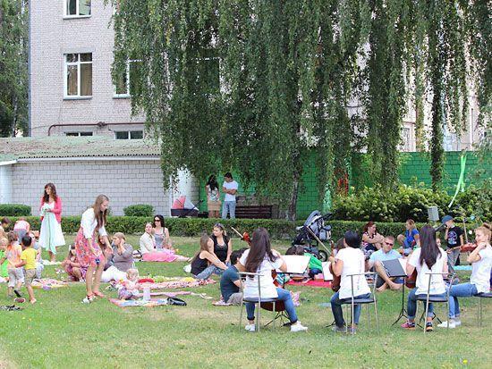 Завершился сезон летних музыкальных пикников в галерее Ващенко