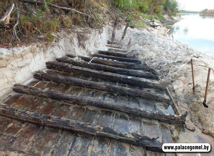 Археологи нашли под Гомелем старинную барку